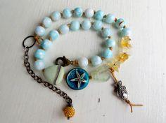 Kust - handgemaakte Boheemse beachy ketting met handgemaakte kralen in een zee-thema in blauw en geel - Songbead Uk, verhalende kunst sieraden