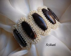 ¡ENVÍO GRATIS! Beige/marrón declaración Beadwoven brazalete pulsera, abalorios moda alta joyería, accesorio de corte de la mujer, regalo para ella, OOAK