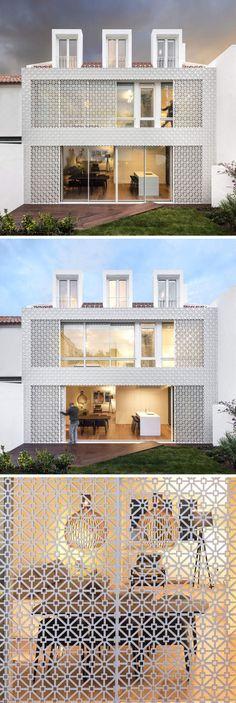 A tela branca que lembra azulejos portugueses serve como uma medida de segurança e filtra a luz solar, ajudando a manter a casa, em Lisboa, naturalmente fresca.