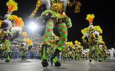 Integrantes da Imperatriz mostram samba no pé na avenida