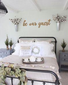 Gorgeous farmhouse bedroom decor ideas (35)