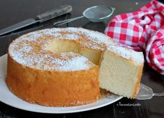Chiffon cake al Limone Sofficissima, profumatissima. La ciambella più soffice del mondo, più leggera, più buona, più delicata e più profumata. Se poi ci ag