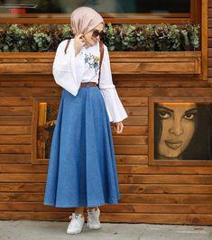 Esra Keküllüoğlu / designer / ( Nayırrrrr Nolamazzz Gentleness of the ancients – Skirt and blouse - Outfit Center Modern Hijab Fashion, Muslim Fashion, Modest Fashion, Fashion Outfits, Modest Dresses, Modest Outfits, Skirt Outfits, Casual Hijab Outfit, Hijab Chic