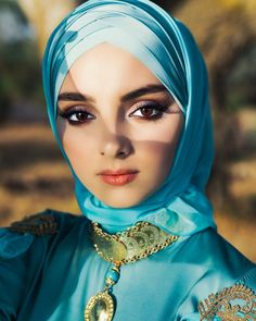 Arab Girls Hijab, Girl Hijab, Muslim Girls, Beautiful Muslim Women, Beautiful Hijab, Gorgeous Women, Muslim Fashion, Modest Fashion, Muslim Beauty