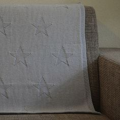 Ravelry: Chart star blanket pattern by Sylvie Zuidam Knitting Projects, Knitting Patterns, Sewing Patterns, Star Blanket, How To Purl Knit, Knit Purl, Knitted Baby Blankets, Baby Sewing, Baby Patterns