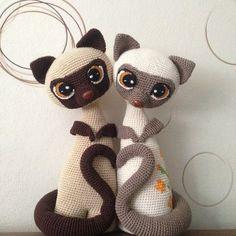 Häkelanleitung für niedliche Siamkatzen, DIY Deko / craft home decor: crochet instruction for siam cats made by Colita via DaWanda.com