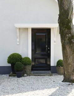 Front garden with gravel and rocks make