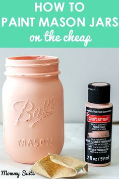 These mason jars are so easy and inexpensive paint!