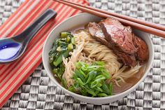Beef Ramen Noodle Soup with Choy Sum and Enoki Mushrooms. -- soaking the sliced steak in hoisin sauce gives it a wonderful flavor! I used udon noodles and fresh maitake mushrooms. Fresh Ramen Noodles, Ramen Noodle Soup, Shirataki Noodles, Udon Noodles, Noodle Salad, Asian Recipes, Ethnic Recipes, Chili Recipes, Hoisin Sauce