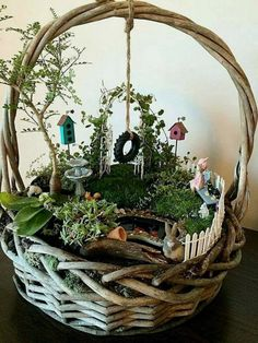Simple DIY Basket Fairy Garden diy garden design 20 Magical DIY Fairy Gardens That Add Wonder To Your Home And Garden Diy Fairy Garden, Indoor Fairy Gardens, Fairy Garden Houses, Gnome Garden, Miniature Fairy Gardens, Garden Crafts, Diy Garden Decor, Garden Projects, Diy Crafts