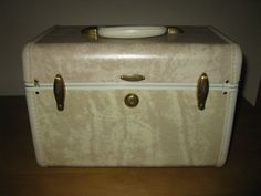 1950s Samsonite train case  withrare TRAY and by oakiesclaptrap, etsy.com