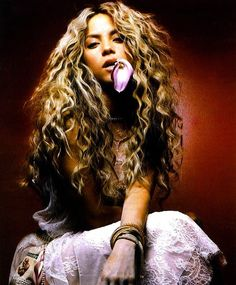 @Brandy Waterfall Waterfall Waterfall Waterfall Nichole OMG Shakira is your hair twin. Please grow your's out.