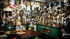 Museo de la Chatarra, arte bruto en La Habana https://onlinetours.es/blog/post/895/museo-de-la-chatarra-arte-bruto-en-la-habana La localidad conocida como La Siberia, en el reparto habanero de Alamar, cuenta con un singular museo desde hace tres décadas en el hogar de Héctor Pascual Gallo Portieles, un hombre polifacético que convierte los desechos en obras de arte...
