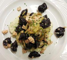 conchiglie di riso nero con salmone, carciofi e crema di finocchio 1