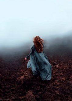 Moody preraphaelite misty scene. romantic