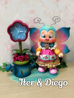 Relógio Abelhinha Bee Crafts, Foam Crafts, Diy And Crafts, Arts And Crafts, Polymer Clay Disney, Polymer Clay Crafts, Pasta Flexible, Cute Creatures, Cold Porcelain