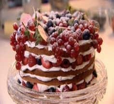 Genoise Sponge Cake with Berries. almost looks too pretty to eat...almost.