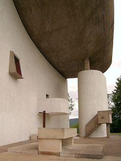 Le Corbusier – Charles-Édouard Jeanneret-Gris (1887-1965) | La chapelle de Notre-Dame du Haut à Ronchamp | Dessiné en 1950 et construit en 1954
