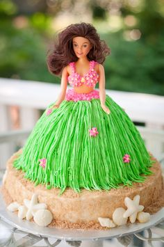 one of the cutest doll cakes I've seen