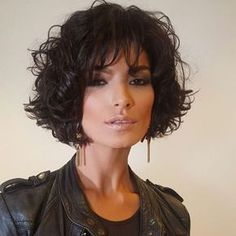 The pixie cut is the new trendy haircut!), Many are now women who wear this short haircut. Curly Hair Cuts, Short Curly Hair, Curly Hair Styles, Short Haircut, Short Wavy Haircuts, Haircut Styles, Pixie Hairstyles, Great Hair, Hair Today