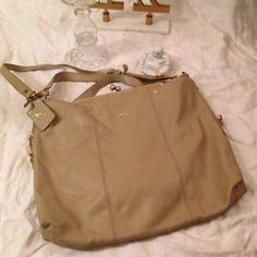 Emma Fox Bag Leather Dressage Bag Taupe/ tan/ mushroom leather. Kiss clasp. Used but good condition. See photos to that show ware on long strap. No trades Emma Fox Bags Shoulder Bags