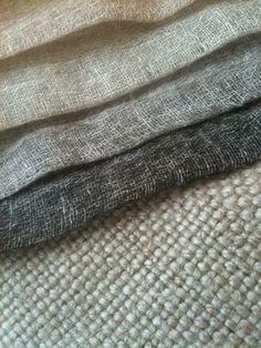 Als raambekleding denk ik aan vouwgordijnen in een stoere linnen stof.
