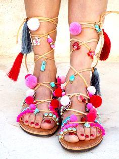 Pom Pom Sandalen. Gladiator Sandalen, griechische Sandalen, rosa bunt Crazy Sandalen, Boho glücklich Sandalen, Sie werden es lieben!! Wow!!! jeder in