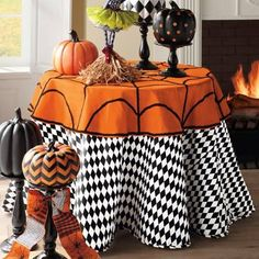 Take your party table to the next dimension with Donna Stevens's vivid and versatile black-and-white Harlequin Faux Dupioni Tablecloth. The bold faux dupioni design makes a brilliant backdrop for your most fantastic display, and it's an extraordinary way to give your party tables loads of extra panache. Layer yours with different table toppers, for a completely charming composition year round. A festive black-and-white design for your round tabletop ...