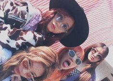 pin: l i s s e t t e✨💜 Kpop Girl Groups, Korean Girl Groups, Kpop Girls, Kim Jennie, First Girl, New Girl, Yg Entertainment, Living Barbie, Rapper