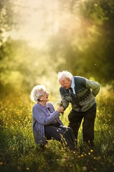 Couples Âgés, Cute Old Couples, Older Couples, Couples In Love, Photo Couple, Couple Shoot, Old Couple Photography, Aged Photography, Engagement Photography