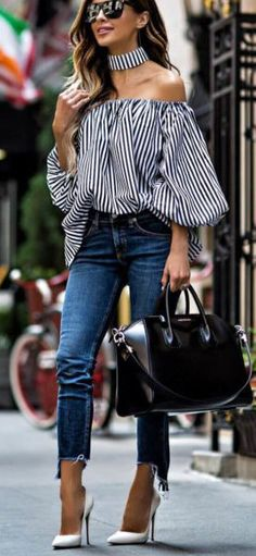 summer outfits Striped Off The Shoulder Top + Skinny Jeans + White Pumps