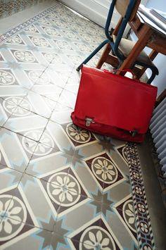 Volvo, Modern Flooring, Flooring Ideas, Classic Doors, Mosaic Wall Tiles, Encaustic Tile, House Tiles, Tiles Texture, Floor Patterns