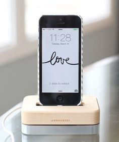 Grovemade Maple Phone Dock — Tech Test Lab Review