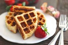 Healthy Low Carb and Gluten Free Waffles - Healthy Dessert Recipes at Desserts with Benefits Healthy Waffles, Gluten Free Waffles, Healthy Desserts, Easy Desserts, Healthy Food, Dessert Recipes, Healthy Recipes, Stop Eating Sugar, Waffle Recipes
