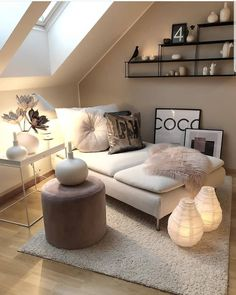 Kleines Zimmer Loft / Small Rooms Fitness GYM Loft / Small Rooms # Rooms Are you lookin Attic Living Rooms, Small Attic Room, Living Room Decor, Bedroom Decor, Small Rooms, Small Spaces, Bedroom Ideas, Bedroom Loft, Master Bedroom