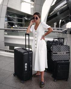 Looks viajar aeropuerto Rimowa Luggage, Dubai, Fashion Poses, Airport Style, Style Guides, Winter Fashion, Dior, Dresses For Work, Fashion Design