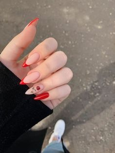 Discovered by Anna Torres🌈🌿. Find images and videos about art, flowers and nails on We Heart It - the app to get lost in what you love. Edgy Nails, Grunge Nails, Stylish Nails, Trendy Nails, Swag Nails, Almond Acrylic Nails, Best Acrylic Nails, Almond Nails, Fire Nails