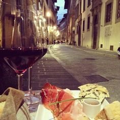 Il Santino wine bar in Florence