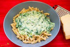 Artischocken Mozzarella Spinat Soße für Nudeln Diese leckere, gesunde Soße für Pasta vereint die Artischocke, den Mozzarella und leckeren Spinat zu einer leckeren Nudel Sauce.
