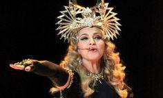 La lista de pedidos y el numeroso séquito de acompañantes que Madonna llevó a Argentina no sorprenden si tenemos en cuenta lo extenso que está siendo el tour MDNA. http://www.elpopular.com.ec/75141-madonna-y-su-lista-de-gustitos-en-argentina.html