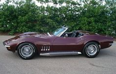 '69 Stingray 'vette. Loving this color. Like a purpley-brown..? Who cares. Still one of the yummiest, sexiest cars.