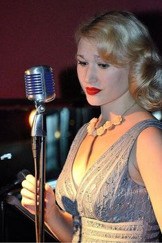 What's #MoreNYThanNY ? Swinging Saturdays at #DistrictM at #RowNYCHotel with Fleur Seule,  6-9 pm, no cover! #jazz #swingband #nychotels  #music #livemusic #40s #50s #30s #20s #swing #hotels #nychotels #TimesSquare #travel #vacation pic.twitter.com/CBP17I8oX3