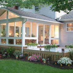 A sunroom is a type of room addition that's not the same as a standard room addition for your home. Here's how sunrooms are different from room additions: Four Season Sunroom, Three Season Porch, Screened Porch Designs, Backyard Patio Designs, Screened Porches, 4 Season Room, Sunroom Decorating, Decorating Kitchen, Sunroom Addition
