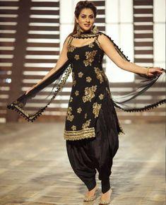 black straight cut kameez in taffeta silk with comes with a matching color crepe punjabi salwar and a black net dupatta with similar work lace border. Patiala Dress, Punjabi Salwar Suits, Punjabi Dress, Salwar Kameez, Black Patiala Suit, Black Punjabi Suit, Choli Dress, Patiala Suit Designs, Salwar Designs