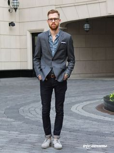 Wear a charcoal blazer and black skinny jeans to create a smart casual look. A cool pair of grey suede derby shoes is an easy way to upgrade your look.  Shop this look for $133:  http://lookastic.com/men/looks/longsleeve-shirt-blazer-belt-skinny-jeans-derby-shoes/6888  — Blue Chambray Longsleeve Shirt  — Charcoal Blazer  — Brown Leather Belt  — Black Skinny Jeans  — Grey Suede Derby Shoes