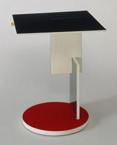 Gerrit Rietveld. Side Table. 1923 Unique Furniture, Art Furniture, Furniture Design, Bauhaus Furniture, Art Deco, Art Nouveau, Design Hotel, Mondrian, Petites Tables