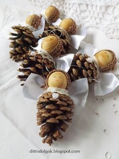 Christmas Angel Ornaments, Pinecone Ornaments, Christmas Crafts For Gifts, Christmas Swags, Handmade Christmas, Christmas Diy, Acorn Crafts, Pine Cone Crafts, Pine Cone Decorations
