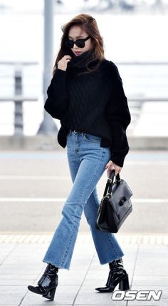 Former member of Girls' Generation Jessica headed to Paris on Wednesday to attend Paris Fashion Week. She donned a black chunky sweater with boot cut jeans, one of the hot fashion trends of. Korean Airport Fashion, Korean Fashion Summer Casual, Korean Fashion Dress, Winter Fashion Casual, Kpop Fashion Outfits, Asian Fashion, Girl Fashion, Jessica Jung Fashion, Jessica Jung Style