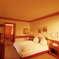 Bergblick Zimmer (Standardkategorie) Hotel Unterhof Hotels, Bed, Austria, Furniture, Europe, Home Decor, Decoration Home, Stream Bed, Room Decor