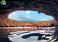 More photos, videos, info on the Marieta Islands and the Hidden Beach: http://www.puertovallarta.net/what_to_do/marieta-islands.php Sobre las Islas Marietas: http://www.puertovallarta.net/espanol/que-hacer/islas-marietas.php #marietaislands #marietasislands #islasmarietas #marieta #marietas #nayarit #jalisco #puertovallarta #vallarta #mexico #hiddenbeach #playadelamor #playaescondida Photo/Foto: agentpv.blogspot.com